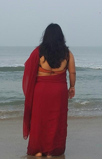 photos bhabhi back saree